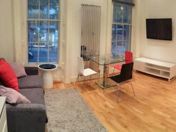 Covent Garden Apartment - Living Room