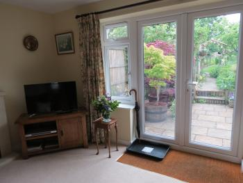 London Road Guest Accommodation - View to garden from private lounge