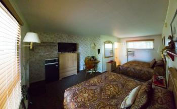 Historic motor lodge guest rooms have 2 queen beds each,  Private entrance, private bathrooms with bathtub/shower with ample parking and ground floor.