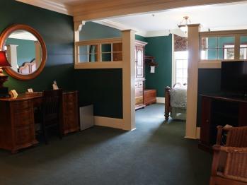 Queen Suite Room