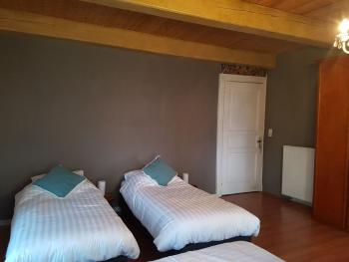 Schlafzimmer 1, 4 einzel Boxspring Betten