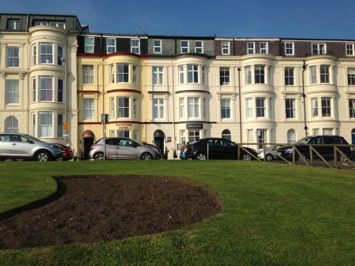 Helaina Apartments and B&B are next door to each other on a Victorian Terrace overlooking the North Bay