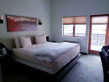 Deluxe King Handicap Balcony - 1 King Bed, & Balcony