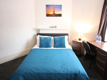 Double room-Standard-Ensuite with Shower-City View