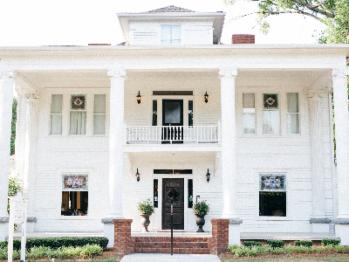 Sparrow Hill Inn - front of house