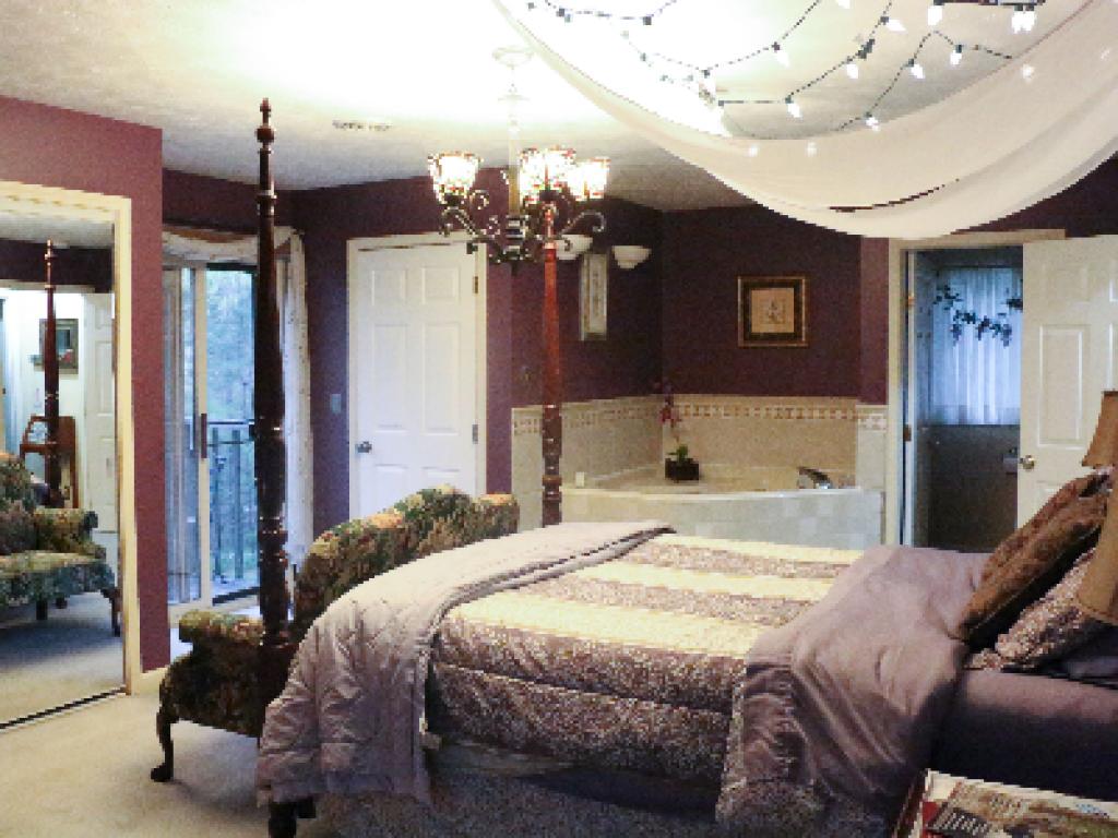 Lavender -Triple room-Ensuite-Standard - Lavender -Queen-Ensuite-Standard
