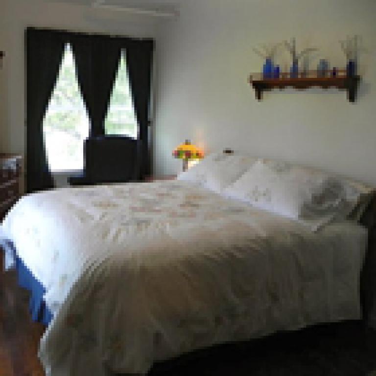 Garden Suite (queen bed)
