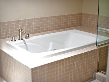 Jacuzzi Tub - Executive Suite (Downstairs)