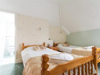 Twin-Standard-Ensuite - Room Only