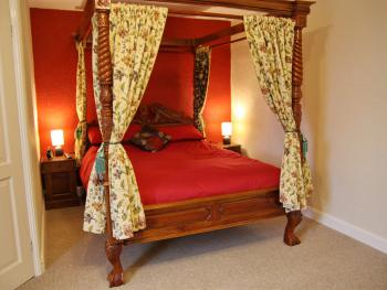 King-Ensuite-(Four poster bed)