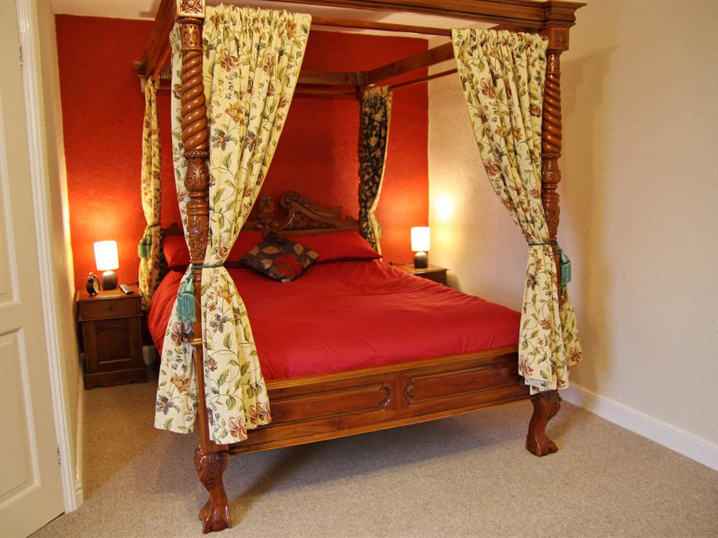 King-Ensuite-(Four poster bed) - Base Rate