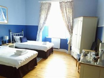 Twin room-Standard-Ensuite-Blue Room - Twin room-Standard-Ensuite-Blue Room