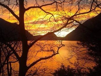 Vista lago al tramonto