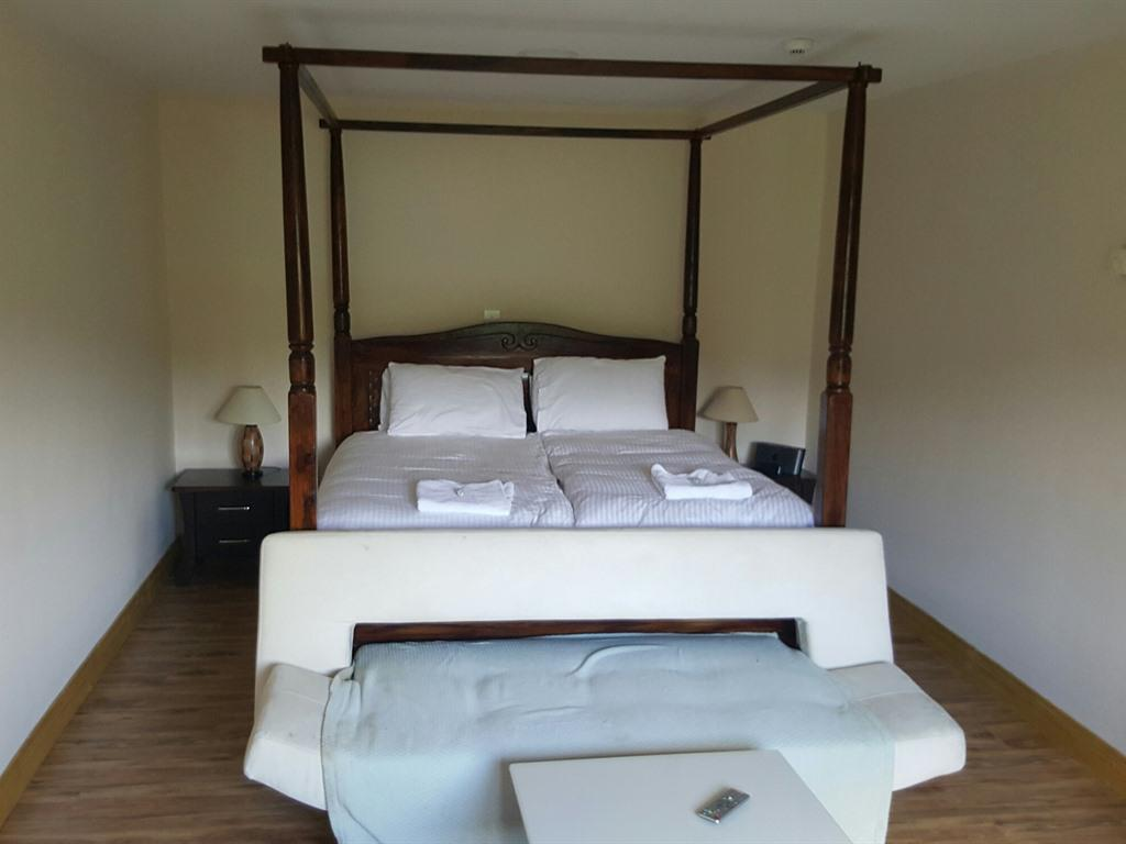 Quad room-Ensuite with Shower-River View - Base Rate