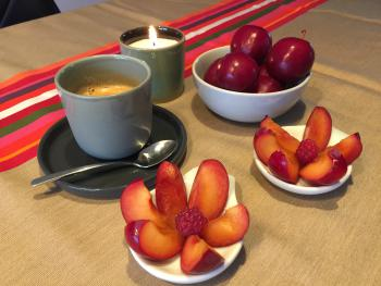 café et fruits de saison...