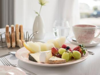 Cheese & Fruit Breakfast