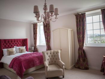 Junior Suite-Deluxe-Ensuite with Shower-Mountain View-Cariad - Base Rate