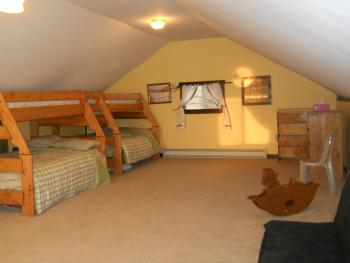 Upstairs bedroom has 2 bunkbeds, single above and double below.