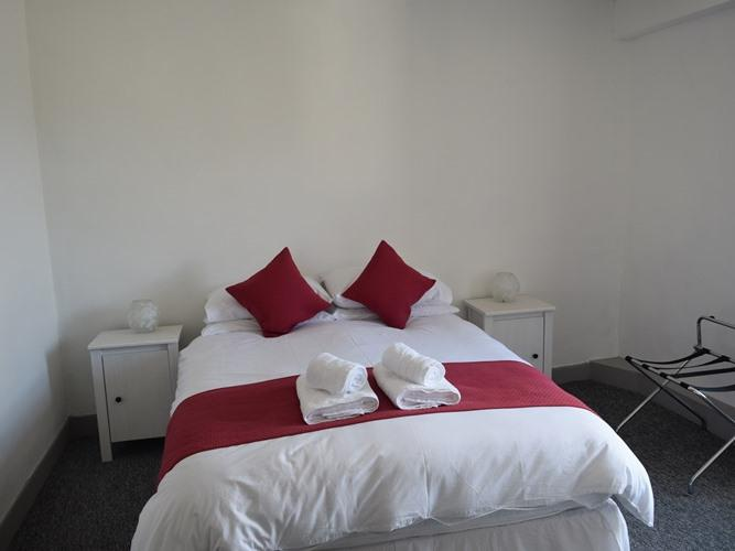 Double room-Ensuite with Shower-Street View