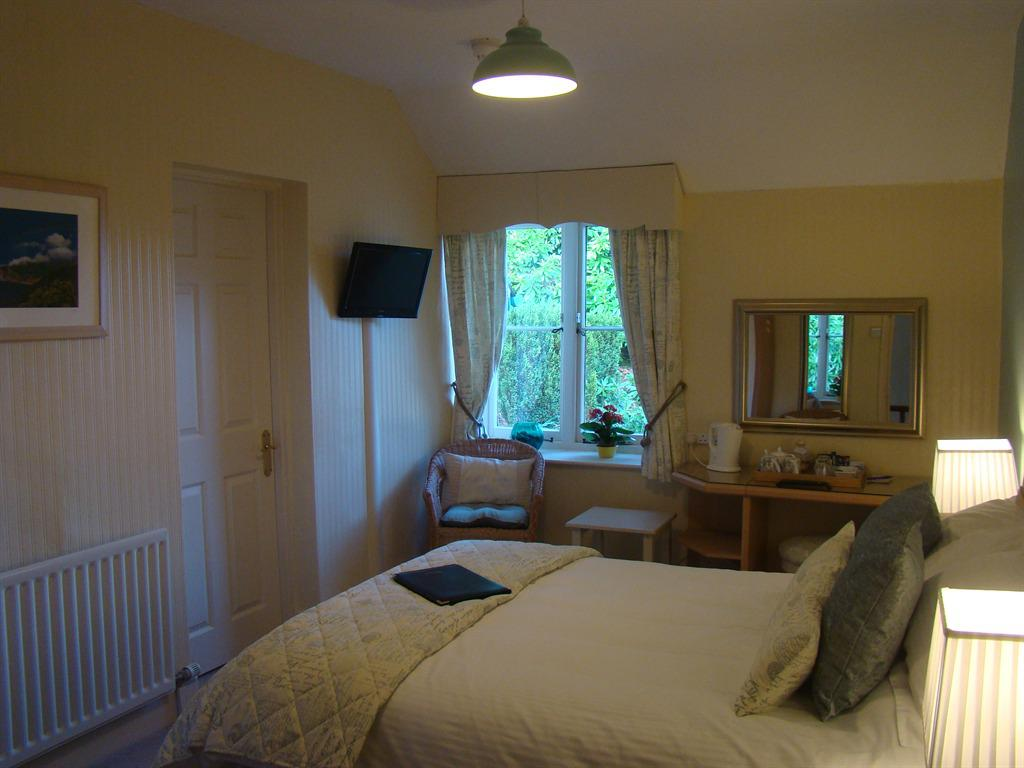 Double room-Ensuite with Bath-Garden View-1