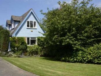 Cam Cottage - Front cottage & lawn