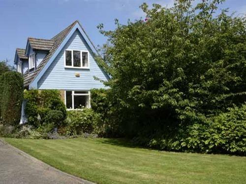 Front cottage & lawn