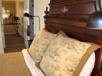 322 - Clemmons Room-Queen-Ensuite-Standard-Park View