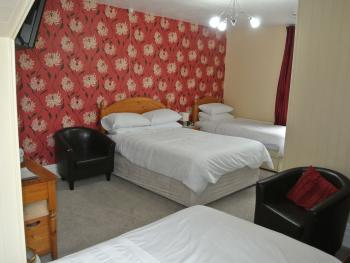 Family room-Standard-Ensuite-Sleeps 4 - Base Rate