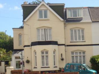 Coombe Lodge Holiday Flats - Coombe Lodge Holiday Flats