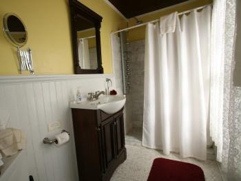Cabernet Room Bath