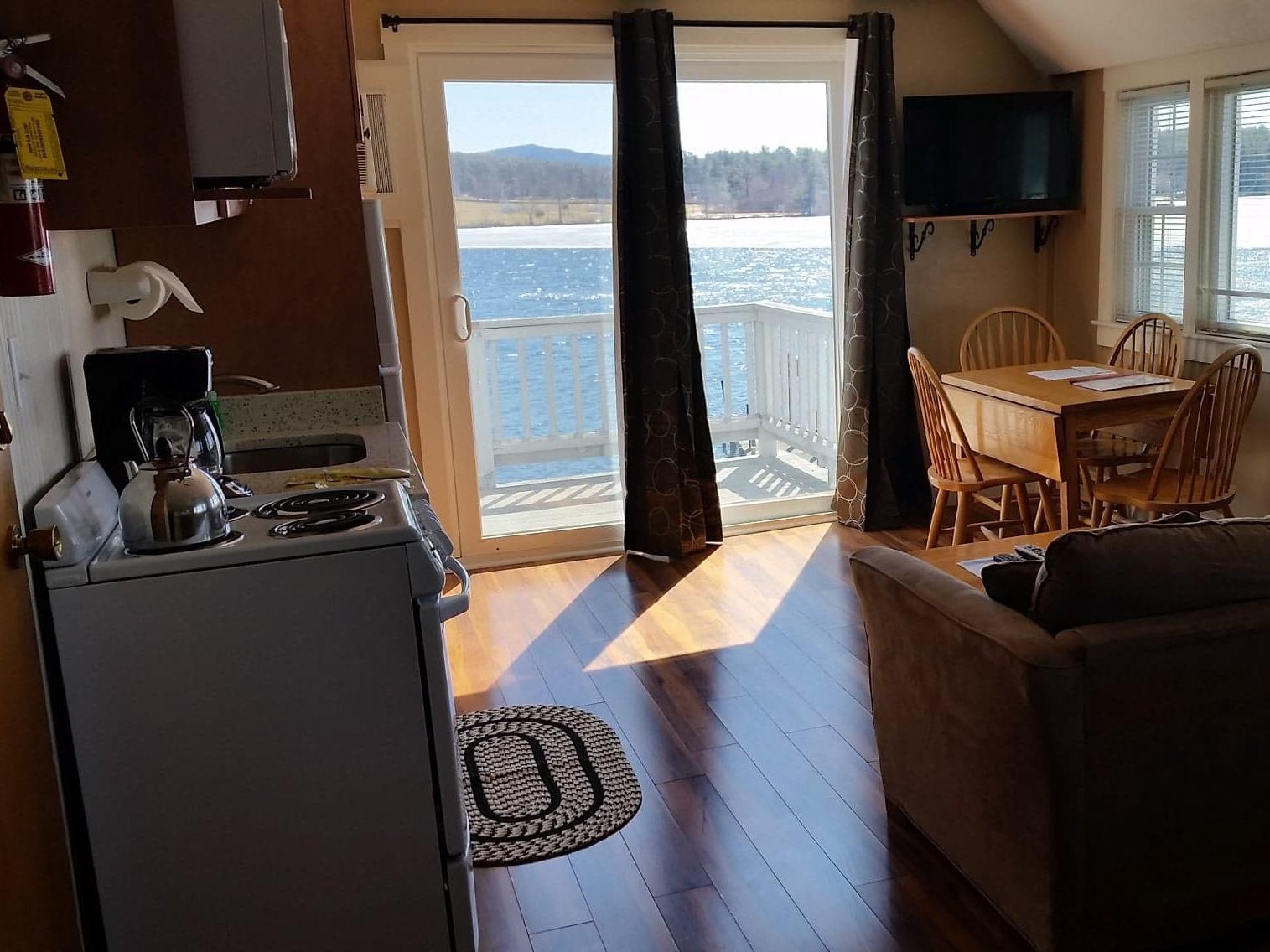 Studio-Ensuite-Superior-Lake View-F--Yacht Club Studio