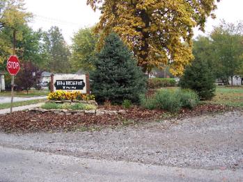 Entrance to Francie's Inn driveway.