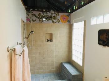 Colibri Bungalow shower