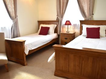 Oak Family Suite for 2 Adults 3 children