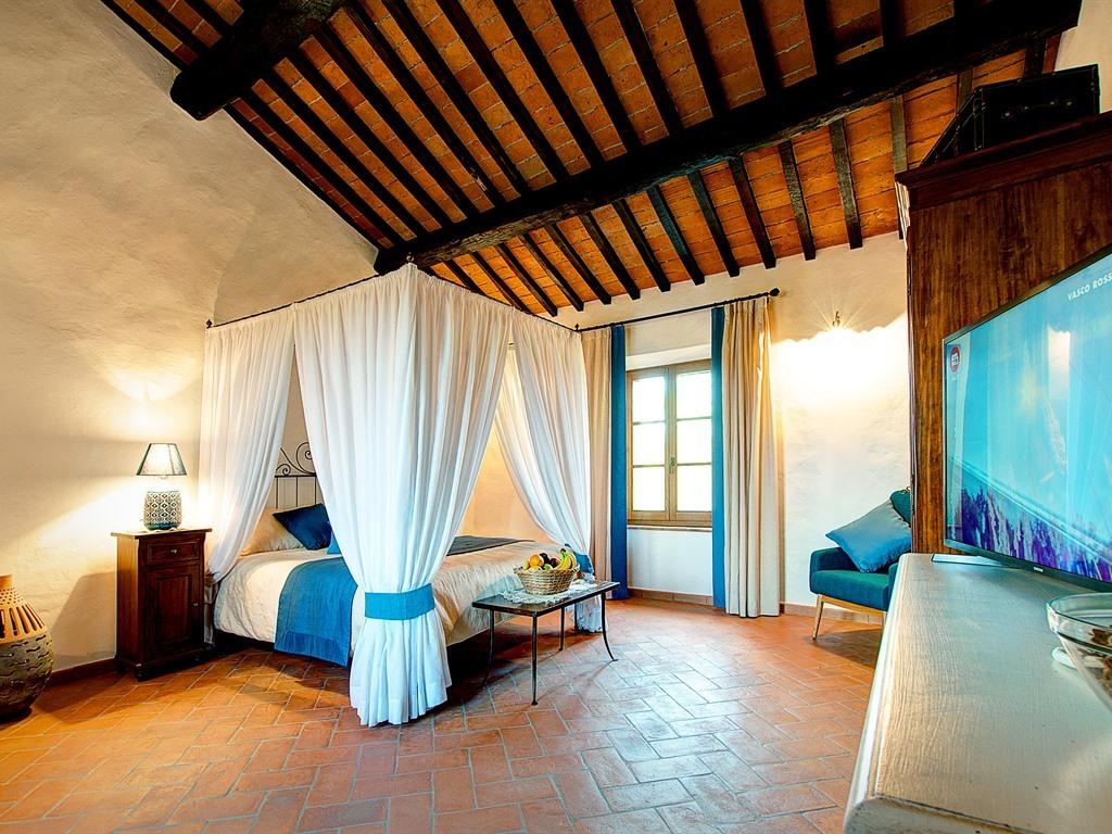 """Suite-Superiore-Bagno in camera con doccia-Vista giardino- """"Rosa Blue"""""""
