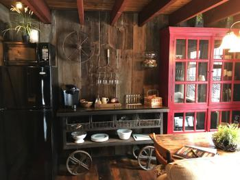 Bootlegger Barn kitchenette