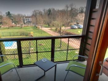 Balcon chambre vue sur piscine