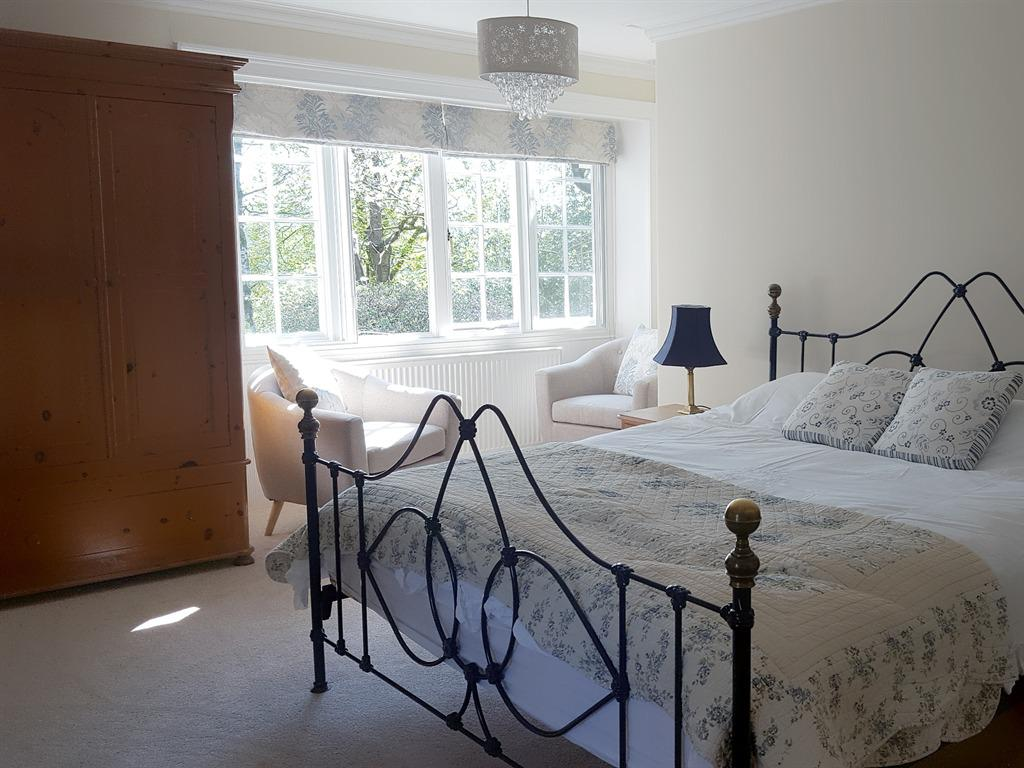 Double room-Private Bathroom-King-size Bed