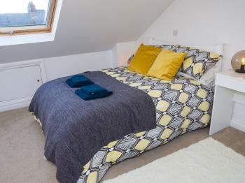 Jutes House Exeter - Second floor bedroom - large double