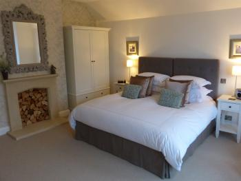 Junior Suite-Luxury-Ensuite with Bath-Garden View