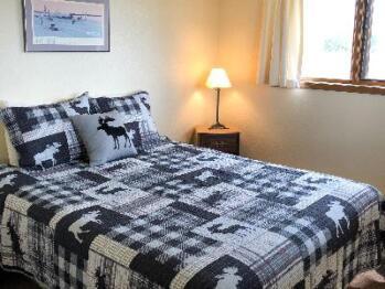 Queen-Ensuite-Lake View-Standard-Queen Room