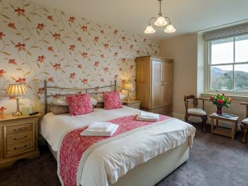 Traditional Double Room En-suite with shower