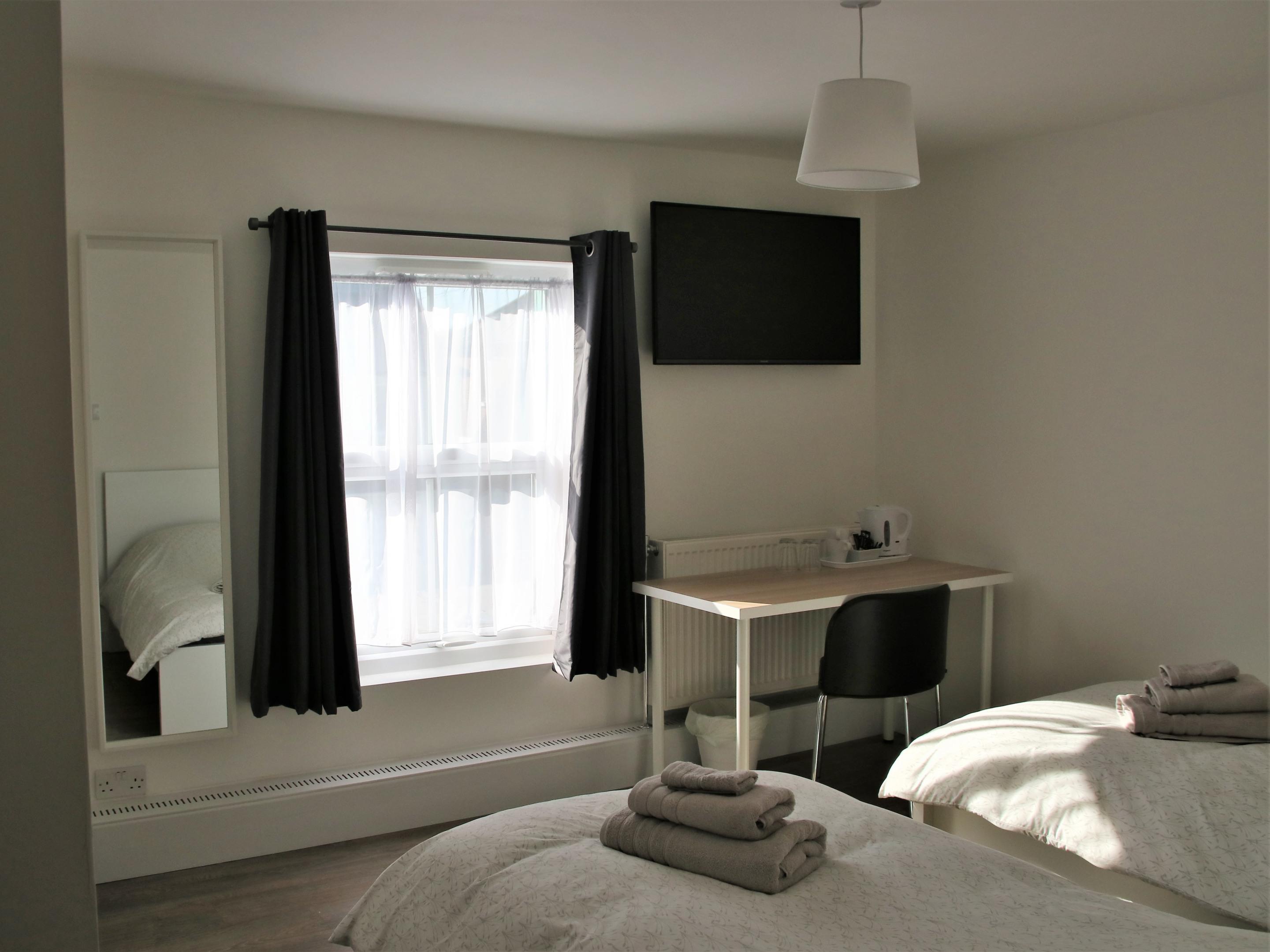 Twin room-Shared Bathroom - Base Rate