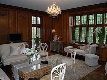 Suite-Private Bathroom-Suite-Garden View-Queen Antoinette Suite