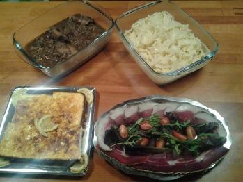 repas servi dans votre chalet à l'heure qui  vous convient (charcuterie sauté de veau pâtes et dessert)