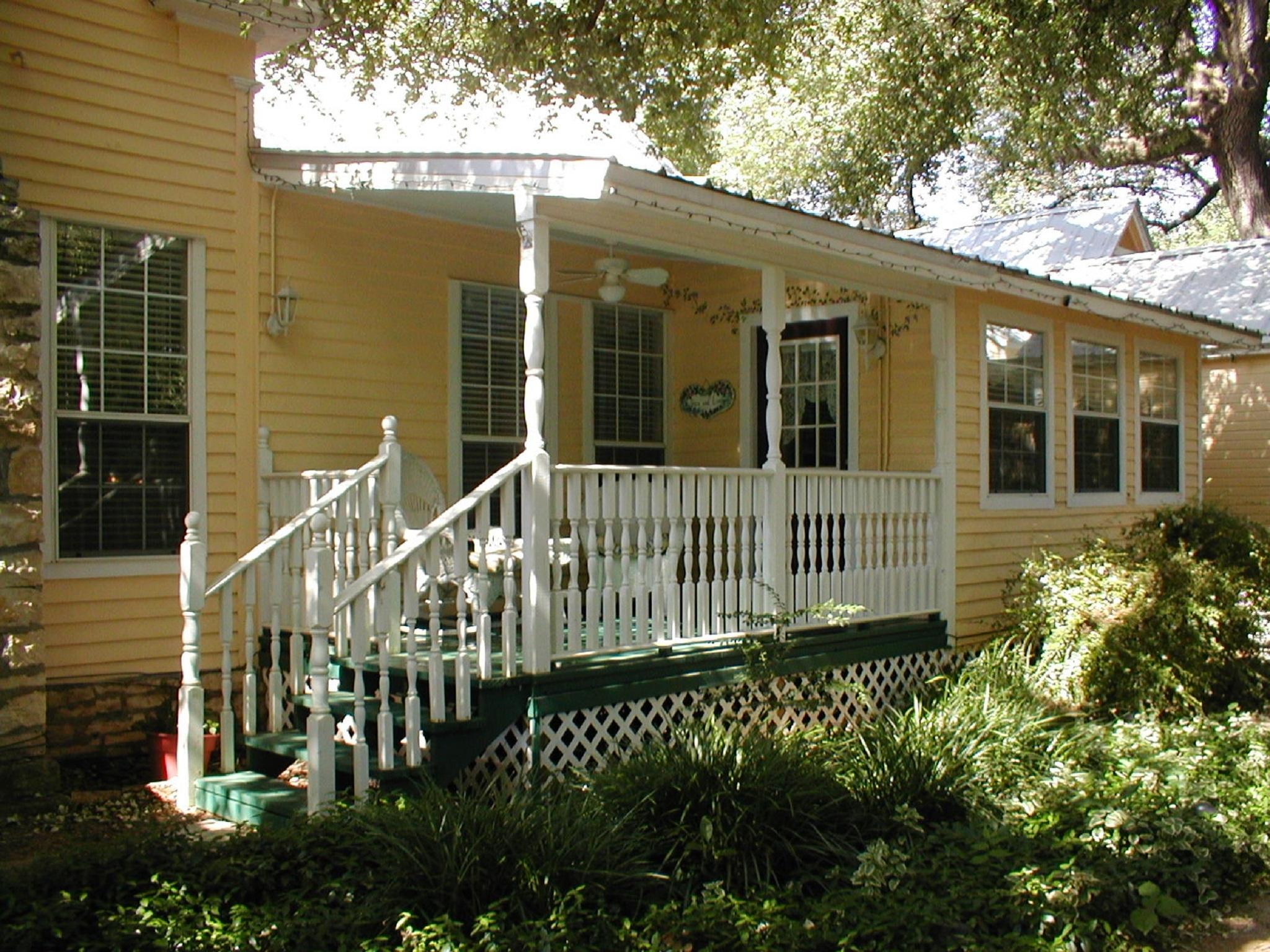 Garden Cottage-Triple room-Ensuite-Standard
