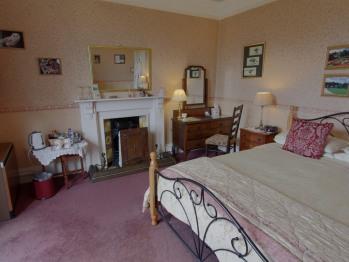 Room 3 - main king size bedroom
