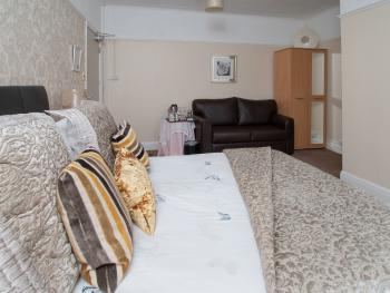 Double - Suite - Ensuite with Shower - Breakfast Included