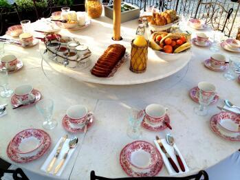 Petit déjeuner sur la terrasse extérieur
