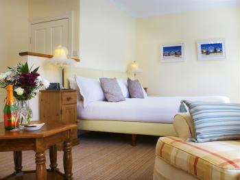 6 lovely guest rooms at Abbots Leigh